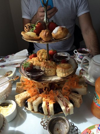 The Winding House Tea Rooms: Afternoon tea