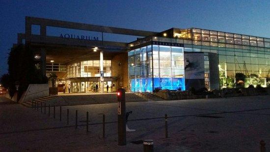 Aquarium La Rochelle : Vue de l'aquarium le soir