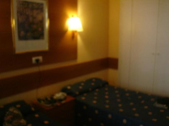 Hotel Riviera: twin room 118