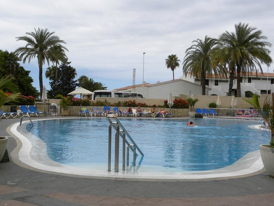 Hotel Olé Tropical: Una piscina de agua cristalina y profunda