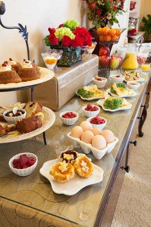 Oak Street Hotel : Elegant farm to table breakfast buffet