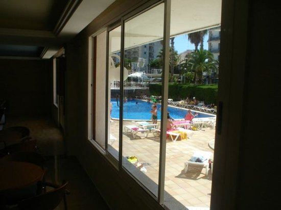 Hotel Riviera : pool area from hotel
