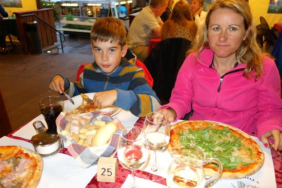 Ristorante 5 Torri: Lasgane and pizza