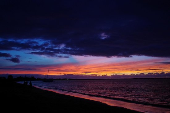 Travellers Beach Resort : Amazing sunsets at Wailoaloa Beach