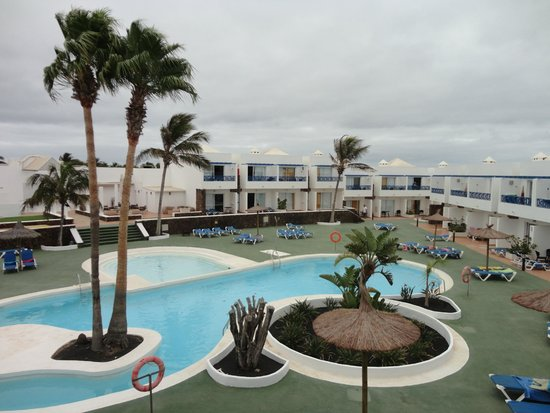 Siroco Serenity Solo Adultos: Agradable piscina, vista desde la terraza