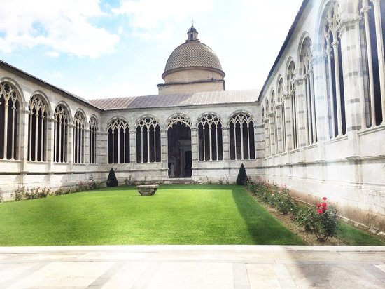 Piazza dei Miracoli : The beautiful courtyard