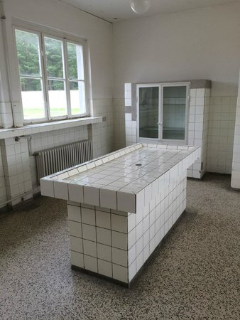 Gedenkstätte und Museum Sachsenhausen: Autoposy room