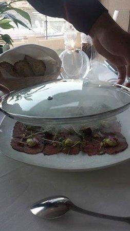 Caviar & Bull: beef carpacco