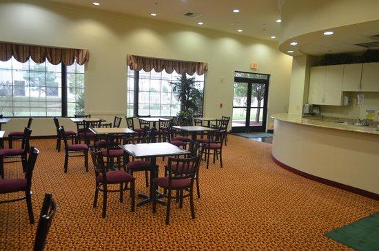 Ashmore Inn & Suites: zona colazione