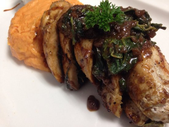 Pampas Grill & Bar: Chicken Roulade