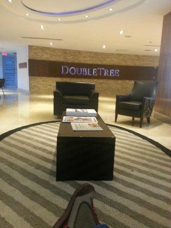 DoubleTree By Hilton Panama City: sala de espera recepción.
