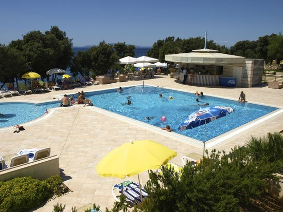 Luna Island Hotel : vista della piscina e del mare dalla terrazza del bar