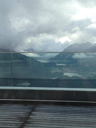Romantik Hotel Muottas Muragl : Blick beim Abendessen (Richtg. St. Moritz)