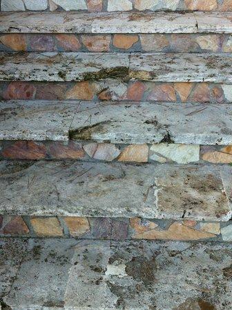 H TOP Caleta Palace: escalera rota donde tropece