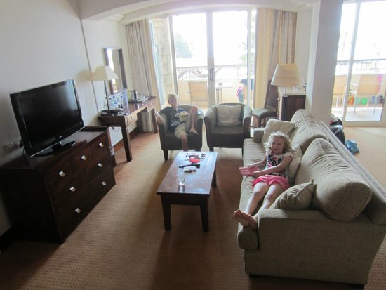 Columbia Beach Resort Pissouri : Lounge area - family sea view suite