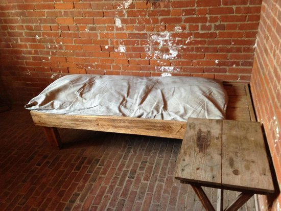Fort Clinch State Park: Bed