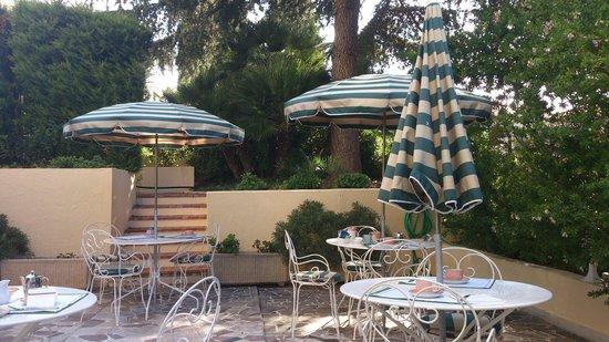 Hôtel Carlton – Beaulieu-sur-mer : Breakfast area