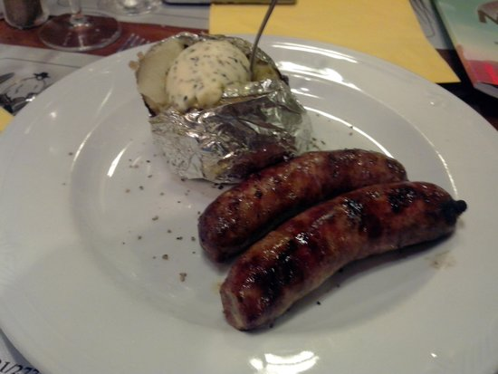 Steakhouse Ponchos: The food was looking great. Here it's the sausages with patatoe for 10euros