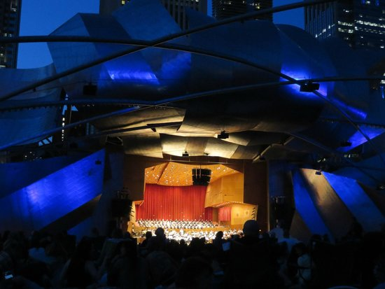 Jay Pritzker Pavilion: Sensational architecture at twilight