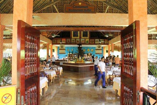 Iberostar Tucan Hotel: Restaurante principal - café da manhã