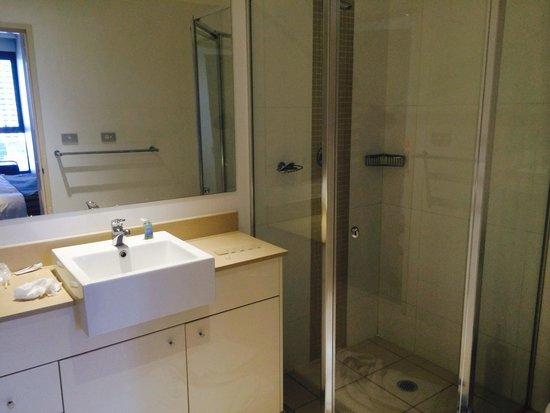 Meriton Serviced Apartments Kent Street: Toilet