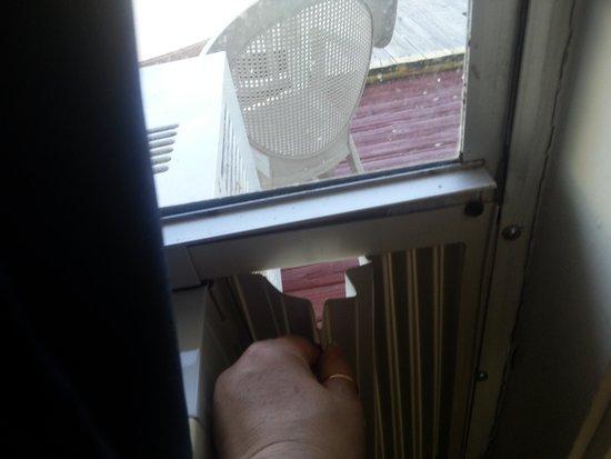 Gilbert's Resort: the hole in window to unlock the front door