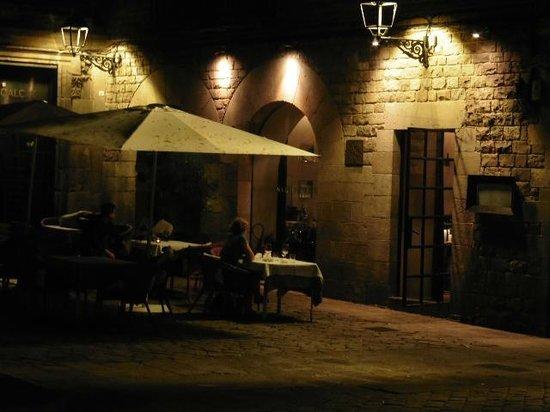 Hotel Neri Relais & Chateaux: The outdoor tables on Placa de Sant Felip Neri