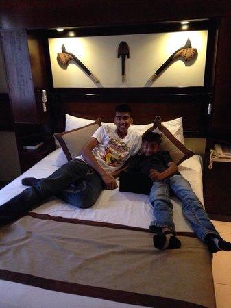 Fiji Gateway Hotel : Kids resting after long flight