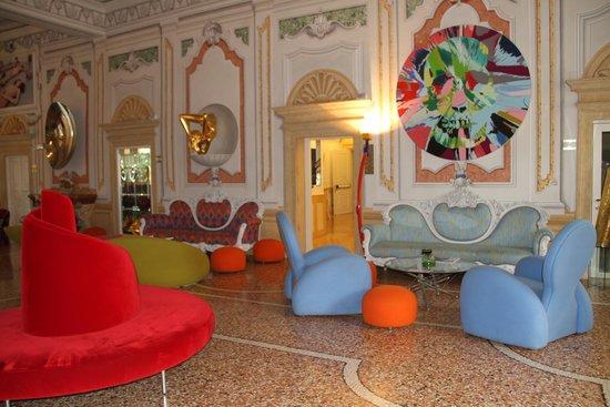 Byblos Art Hotel Villa Amista : Hotel Foyer