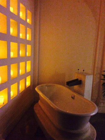 Vivanta by Taj Bekal: Divine Bath Tub ;)