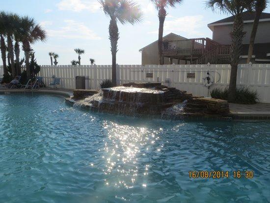 Majestic Beach Towers : Pool area