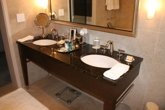 Trump International Hotel & Tower Chicago: Double Vanity in Bathroom