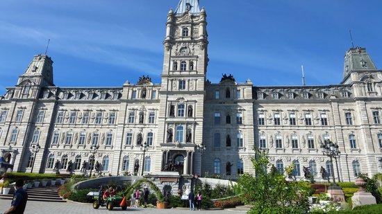 Parliament Building (Hotel du Parlement) : Parlement