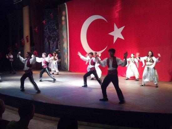 MUKARNAS SPA RESORT: Türk Gecesinde Anfi tiyatro