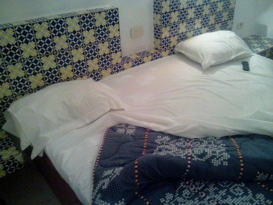 """Club Marmara Hammamet Beach : le lit pour 2 en chambre """"normale"""""""