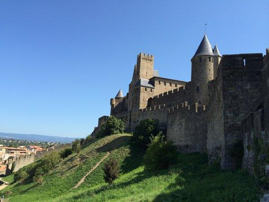 BEST WESTERN Hotel le Donjon: Las murallas