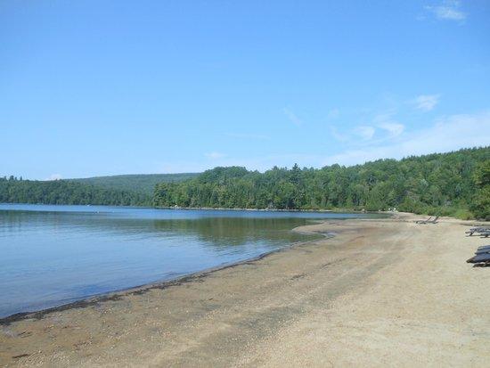 Hotel Sacacomie : plage du lac