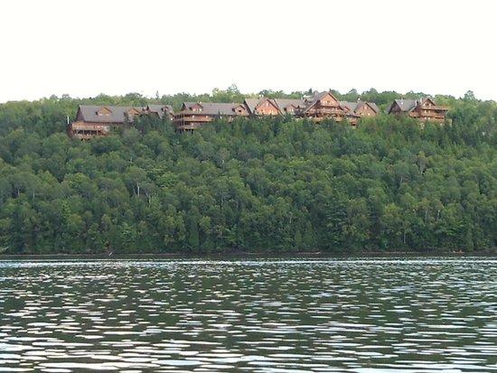 Hotel Sacacomie : hotel vu du lac