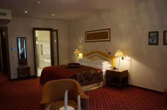 Hotel Schloss Mönchstein: Out Room