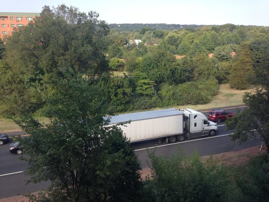 Bridgewater Marriott: Highway right outside my room. Busy all day & night.
