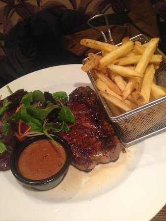 The Quay Street Kitchen: Steak with salad and fries