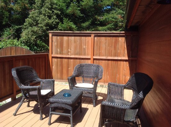 Cleone Gardens Inn: Private Deck for the MacKerricher Room