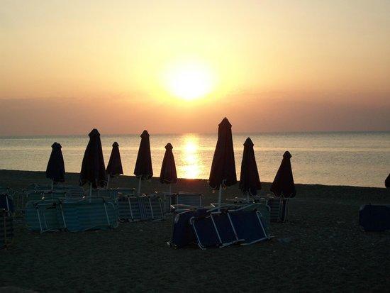 Dessole Lippia Golf Resort: Alba sulla spiaggia di Afandou