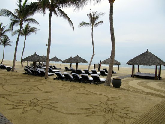 Cabo Azul Resort: One of daily morning drawings by the beach.