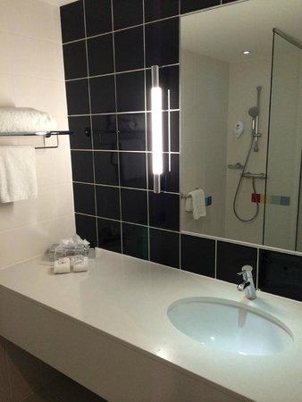 Park Inn by Radisson Manchester, City Centre: room bathroom