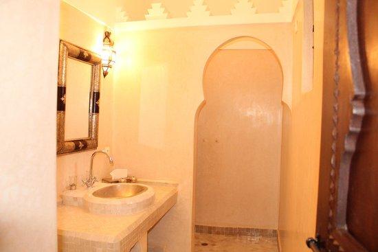 Riad les Rêves d'Amélie : la salle de bains de la suite d'Amélie