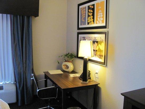 Hampton Inn West Monroe: Desk Area