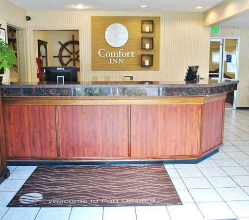 Comfort Inn Port Orchard : Front Desk