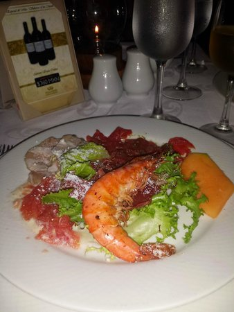 Grand Palladium White Sand Resort & Spa : Giant shrimp and serrano ham at PortoFino salad bar