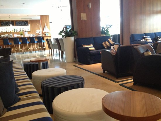 Valamar Riviera Hotel & Residence: Lobby and bar area